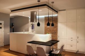 salon z aneksem kuchennym cegla